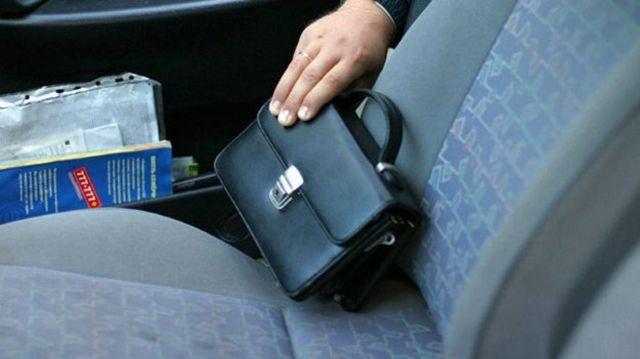 В Минераловодском городском округе таксист присвоил забытые в автомобиле 500 тысяч рублей