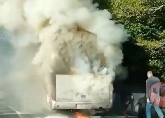 Рейсовый автобус «Ставрополь — Адлер» загорелся в Сочи