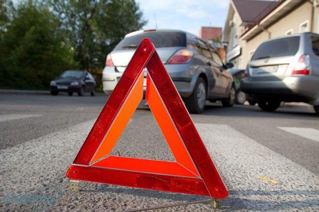 В Ставрополе водитель иномарки ударил легковушку и скрылся с места ДТП
