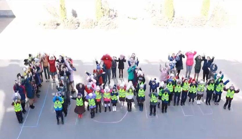 Школьники Пятигорска создали вирусный видеоролик в честь 45-летия движения ЮИД