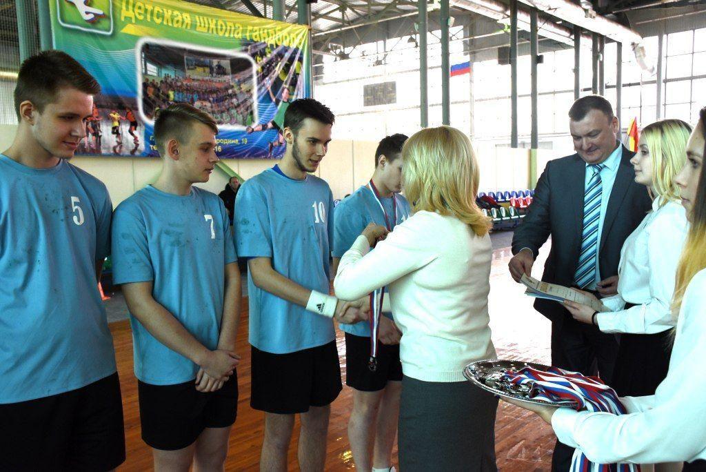 Юные ставропольские гандболисты завоевали серебро на первенстве России