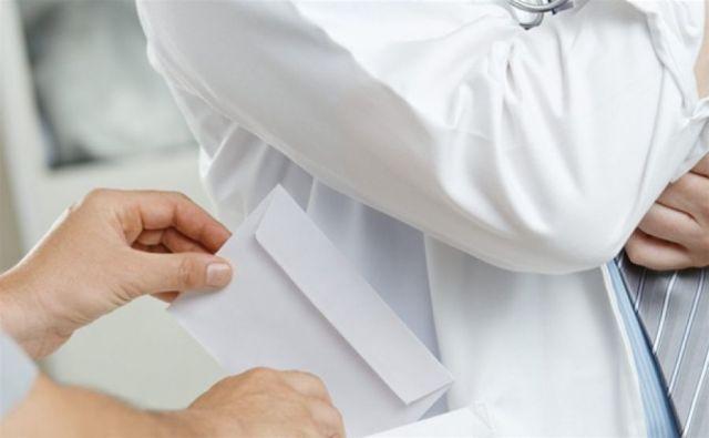 На Ставрополье акушер-гинеколог вымогала у пациентки деньги за бесплатную операцию