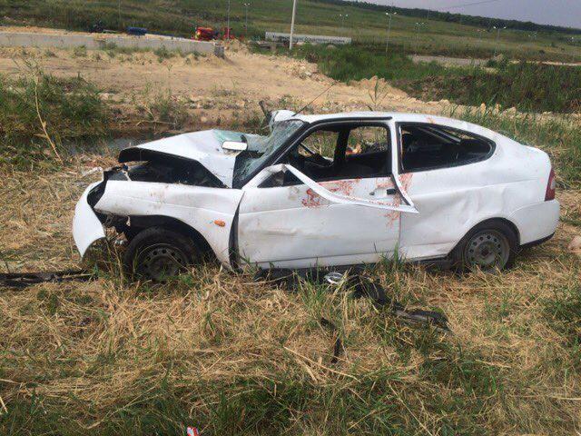 Под Ставрополем в результате столкновения легковушки и внедорожника погибли два человека