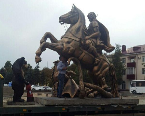 Скульптуру Георгия Победоносца установили в центре Георгиевска