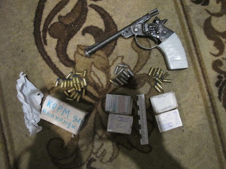 Ставрополец организовал в своей квартире «мастерскую» по переделке и изготовлению оружия