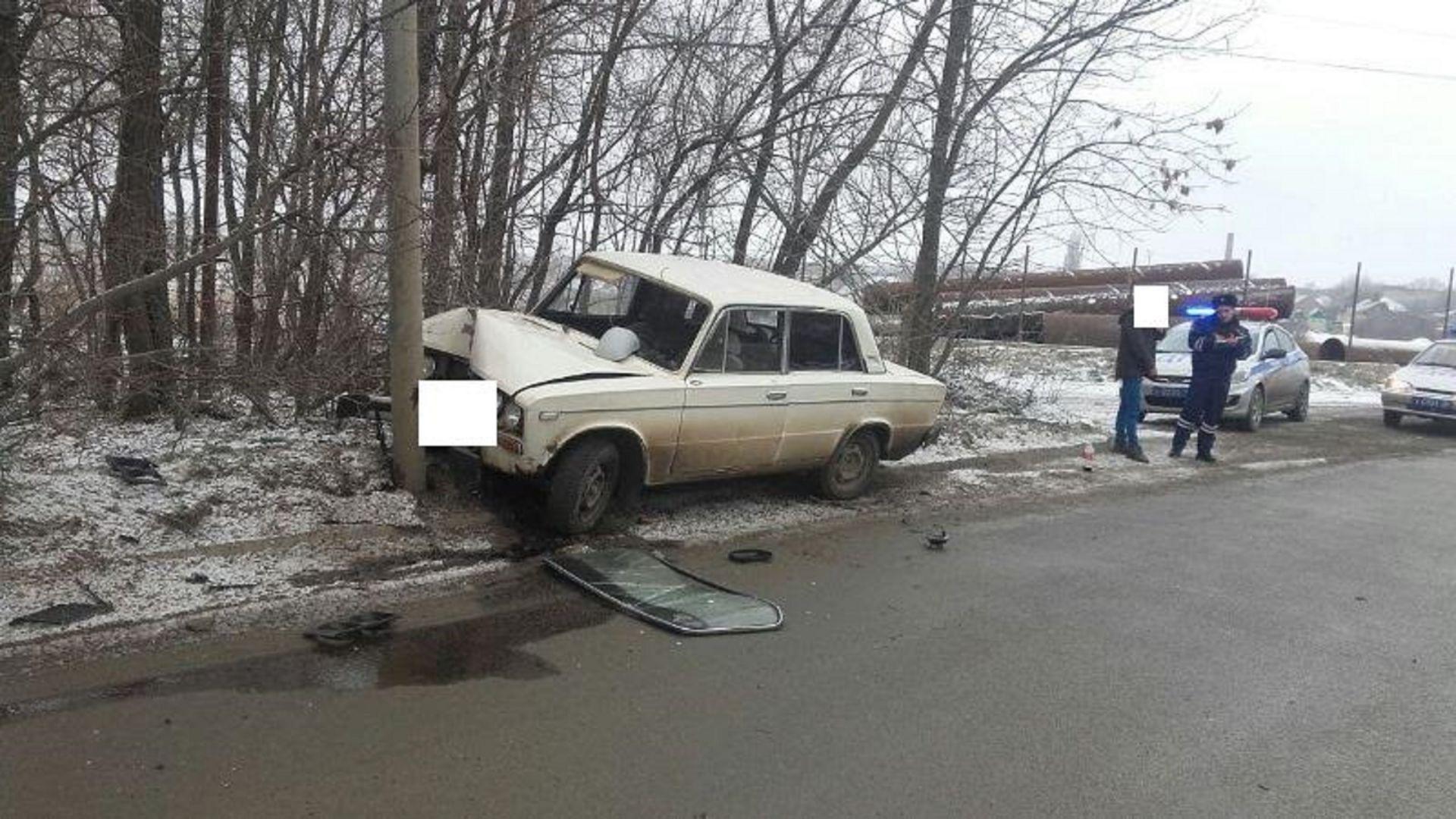 В Ставрополе пьяный водитель пытался скрыться от сотрудников Госавтоинспекции и врезался в столб