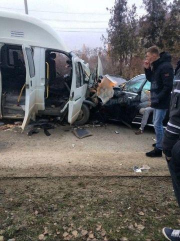 В Ставрополе маршрутка столкнулась с легковушкой