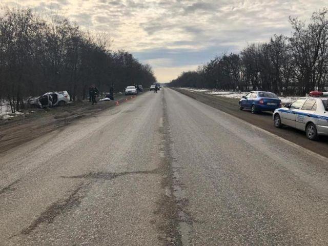 В Ставропольском крае легковушка съехала в кювет, погибла женщина