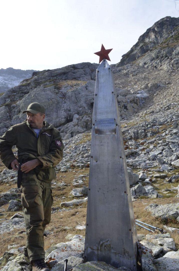 Ставропольцы нашли в горах КЧР памятник комсомольцам