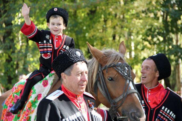 Обрядами, гуляниями и традиционной кухней отметили на Ставрополье юбилей окружного общества терских казаков