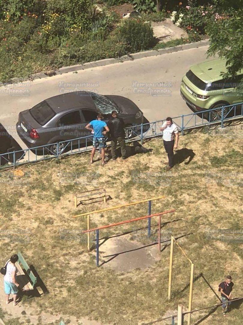 В Ставрополе с 10 этажа упал мужчина и выжил