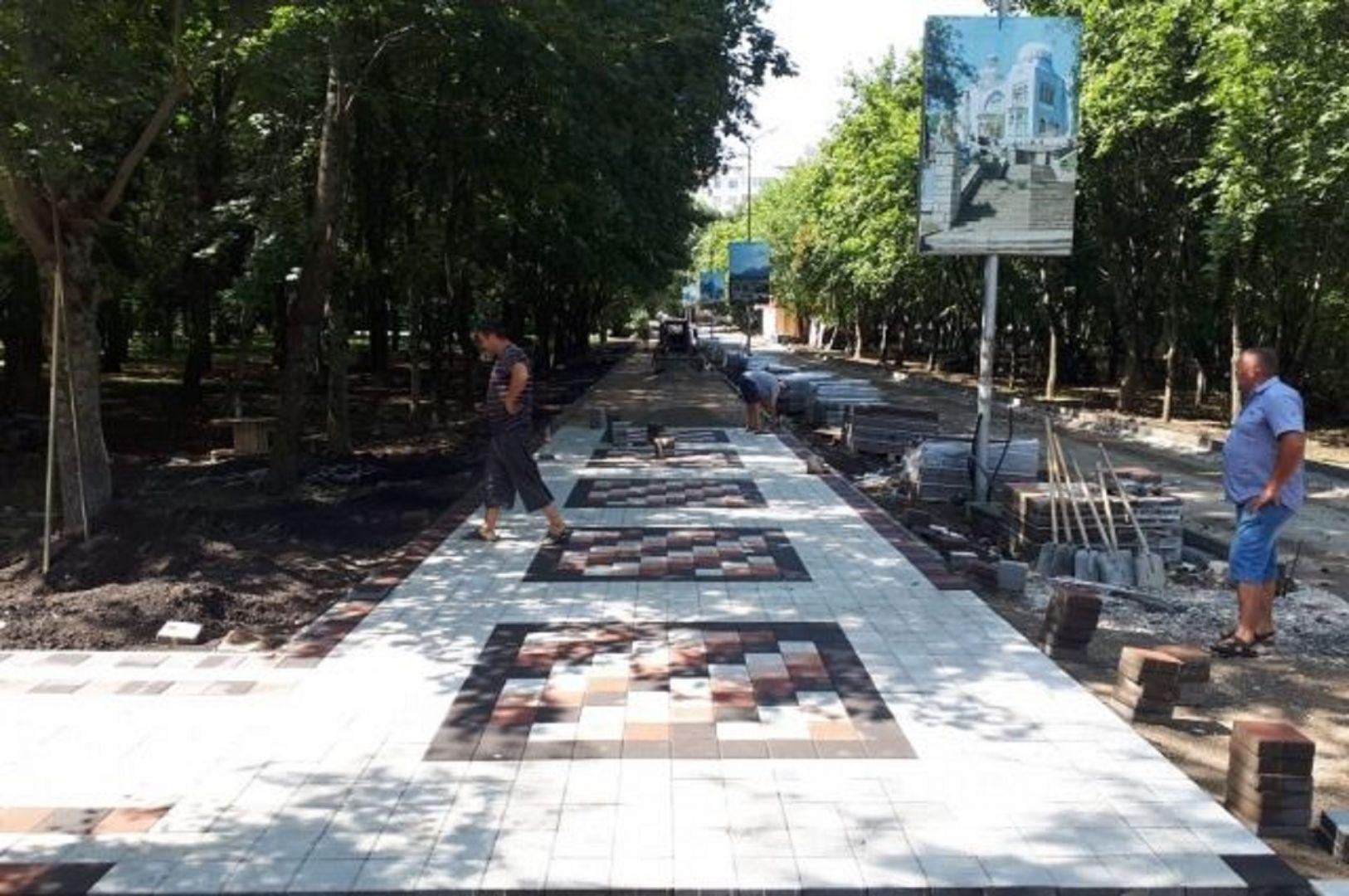 В Железноводске завершаются работы по благоустройству городского парка