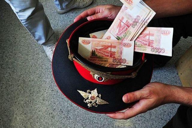 Ставропольский полицейский вымогал деньги за мнимую помощь в трудоустройстве