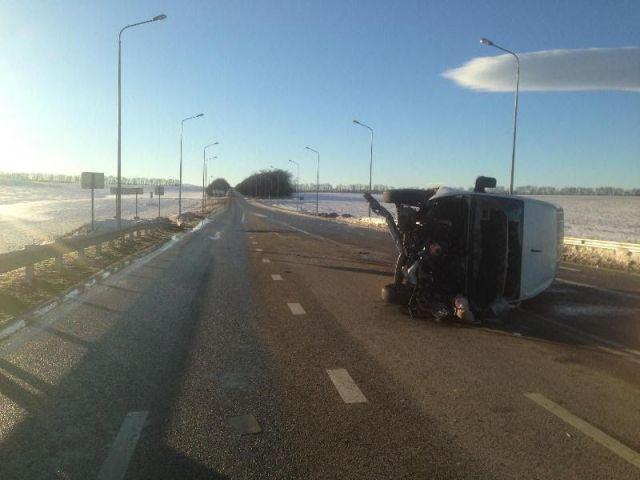 Вблизи Пятигорска перевернулся микроавтобус