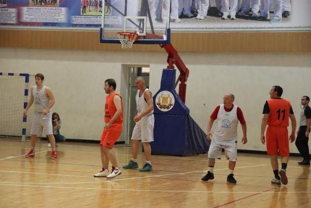 Баскетболисты приступили к борьбе за Кубок губернатора