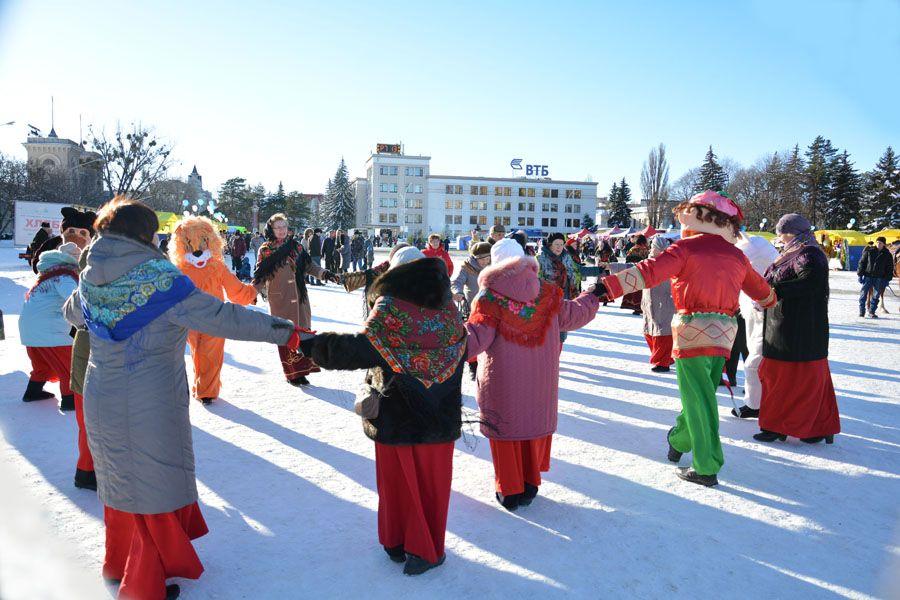Тысячи городских жителей побывали на«Новогоднем базаре» вСтаврополе