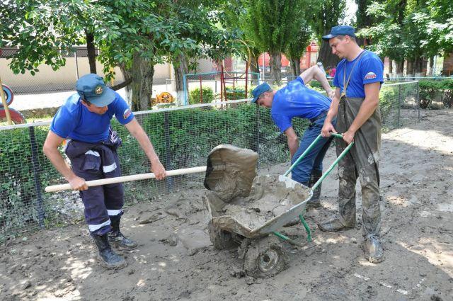 В подтопленных районах Ставрополья за сутки откачали воду из 351 дома