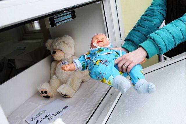 Правительство поддержало законопроект Мизулиной о запрете беби-боксов