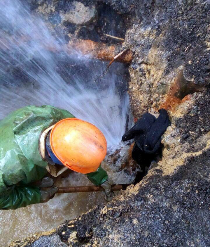 На улице Бруснёва в Ставрополе устранили порыв водопровода