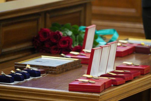 Отличившимся ставропольцам вручили государственные и краевые награды