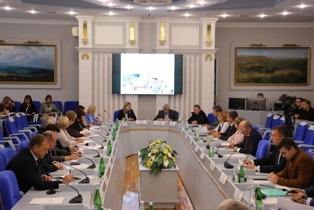 В Думе Ставропольского края обсудили развитие спорта