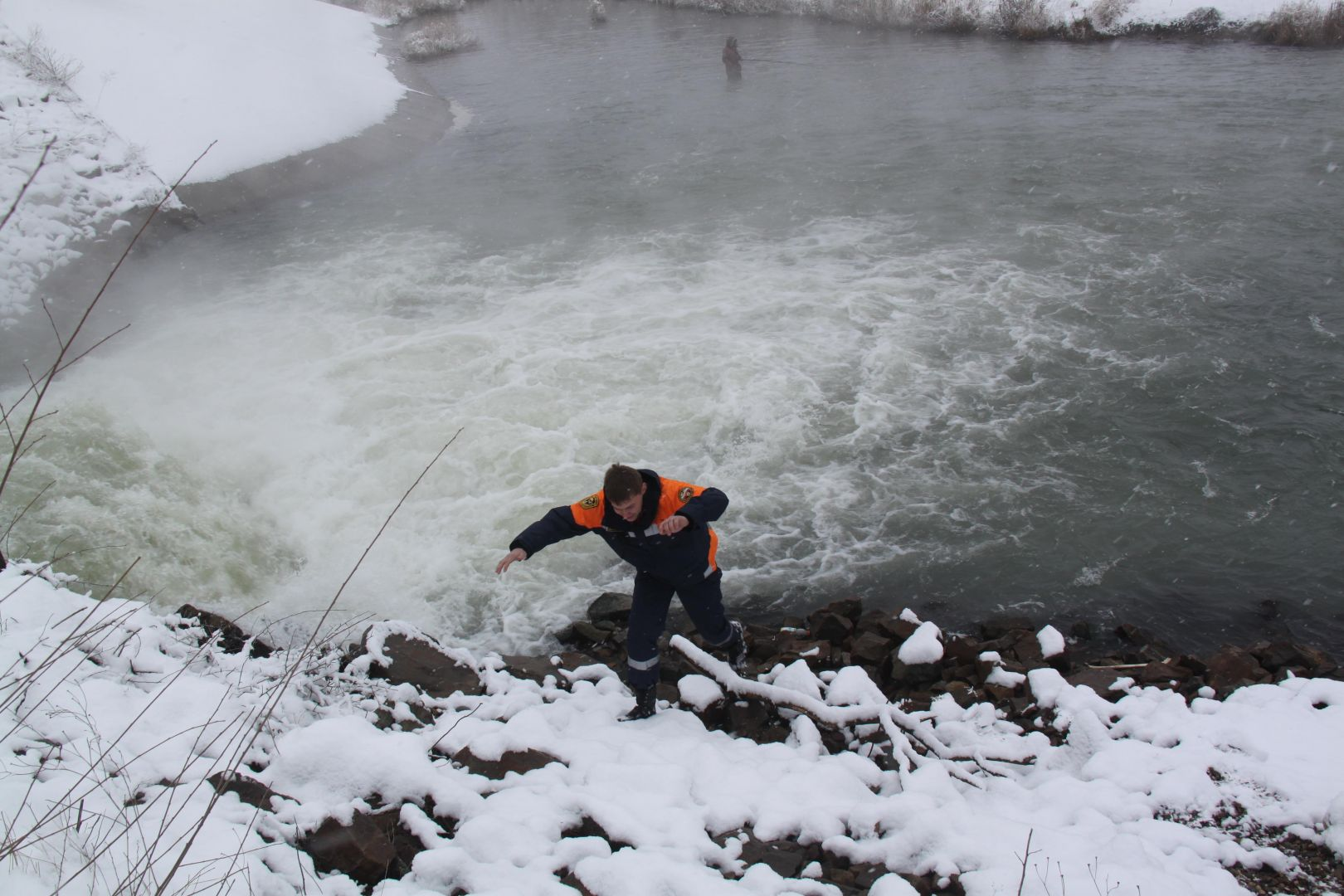 Работники ПАСС Ставрополья оценили ледовую обстановку наводоемах края