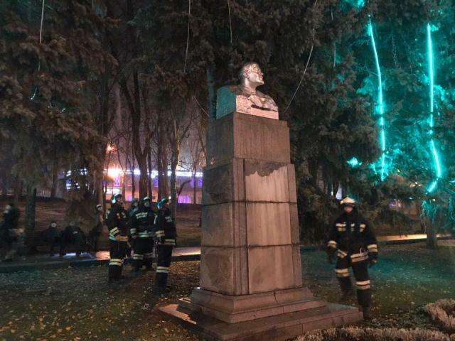 На проспекте Карла Маркса в Ставрополе загорелась гирлянда на ёлке