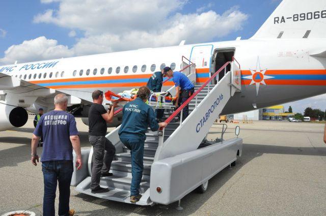 Спецборт МЧС доставил тяжелобольных детей из Ставрополя в Питер и Нижний Новгород