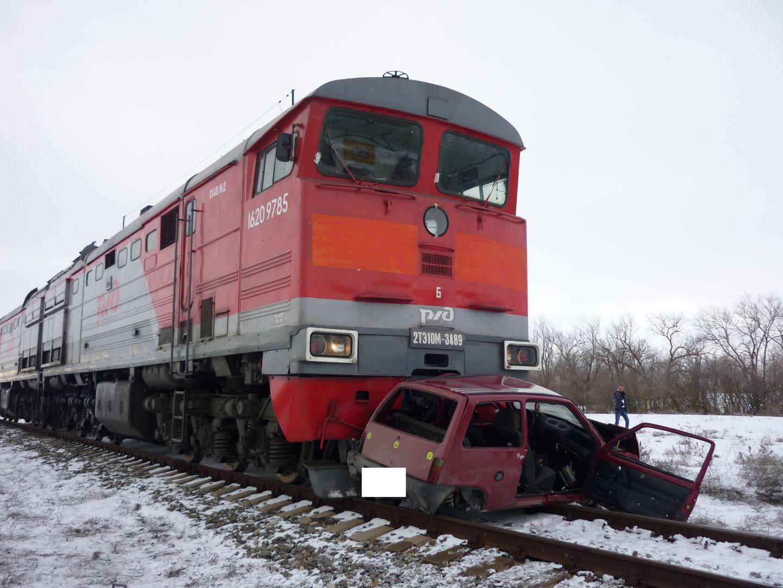 НаСтаврополье шофёр «Оки» пострадал после столкновения степловозом