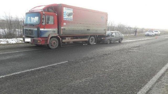 Трое пострадали в ДТП с грузовиком и легковым автомобилем на Ставрополье