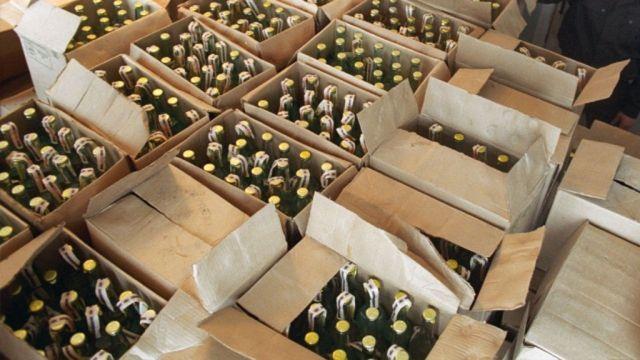 В Ставрополе супруги продавали крупную партию контрафактного алкоголя