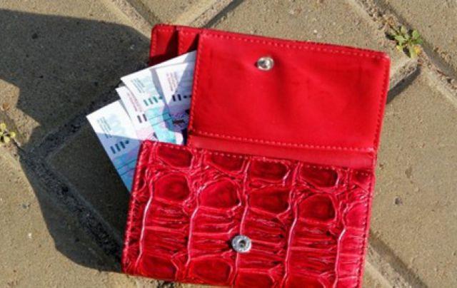На рынке в Ставрополе женщина похитила из детской коляски кошелёк