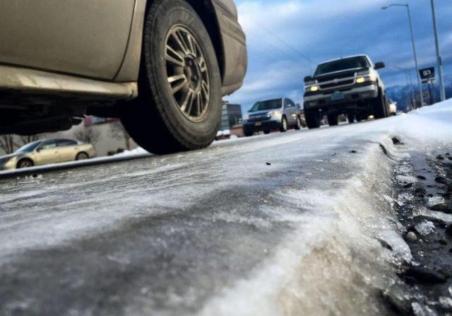 140 спецмашин расчищают от снега и наледи федеральные дороги Ставрополья