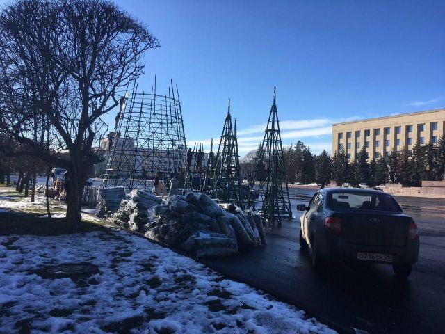 В Ставрополе устанавливают новые праздничные арт-объекты