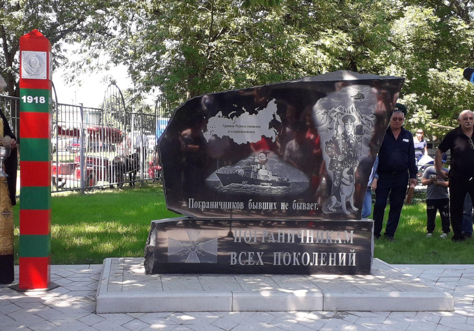В День пограничника в Георгиевске установили памятный знак, посвящённый воинам в зелёных беретах