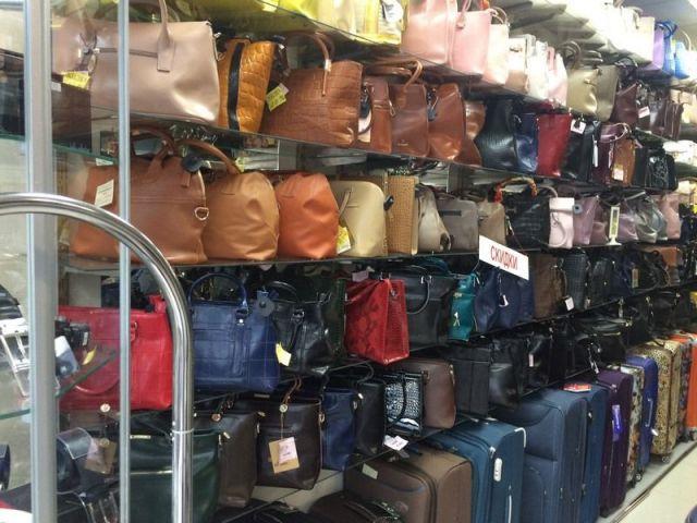 Контрафактные кошельки и сумки на 3,7 миллиона рублей изъяли у жительницы Ставрополья