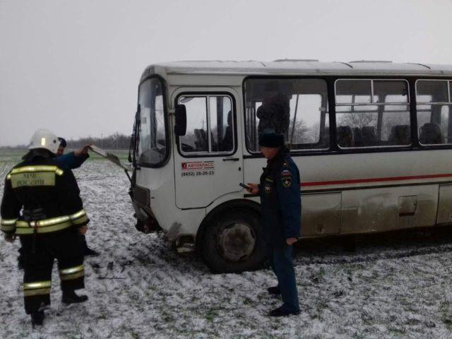 В Ставропольском крае съехал в кювет автобус с 28 пассажирами