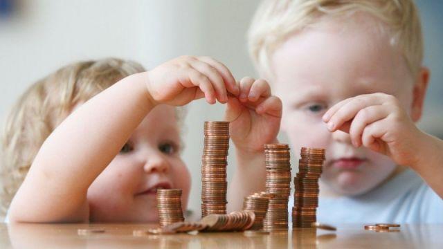 С 2019 года вырастет пособие по уходу за ребёнком до 1,5 лет