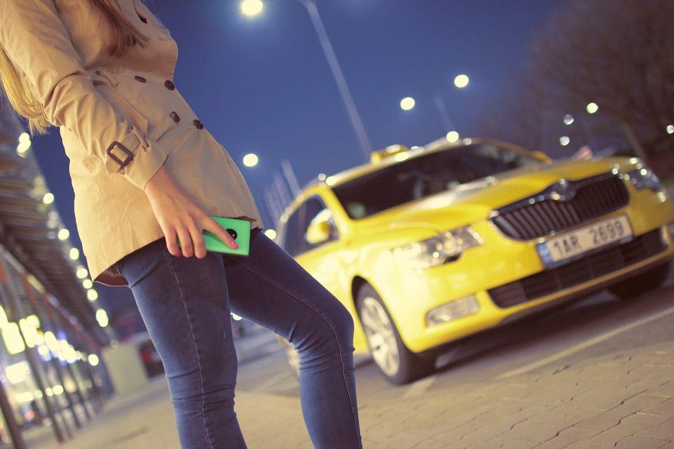 ВМинводах шофёр подвез рецидивистку илишился 80 тыс. руб.