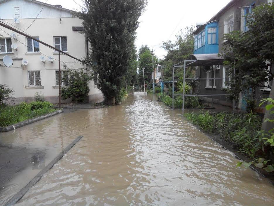 По состоянию на 15:00 на Ставрополье остаются подтопленными 528 жилых домов и 3247 придомовых территорий