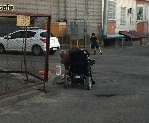 В Ставрополе инвалид-колясочник сам себе соорудил пандус