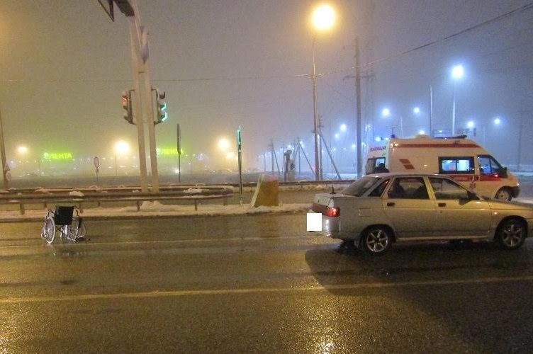 Появились фото жуткого ДТП вСтаврополе: шофёр сбил человека наинвалидной коляске