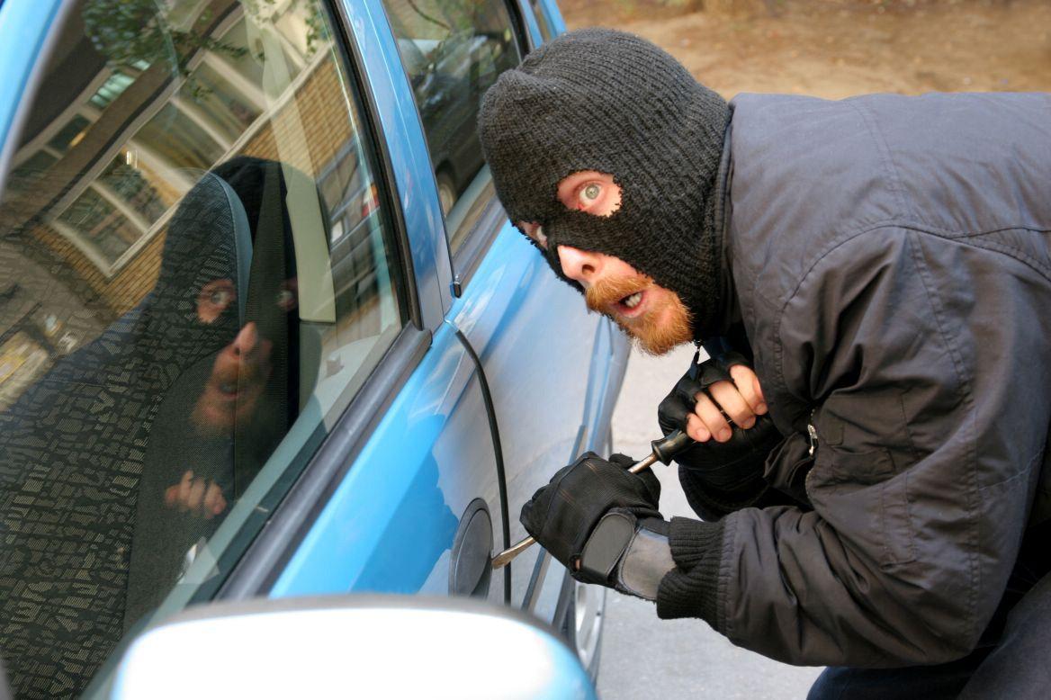 НаСтаврополье пьяные мужчины угнали машину ипопытались еесжечь