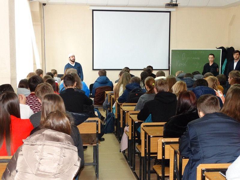 В Ставрополе полицейские провели беседу по профилактике суицида и экстремизма
