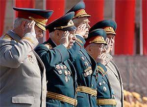 В праздничном параде приняли участие около 500 ветеранов войны