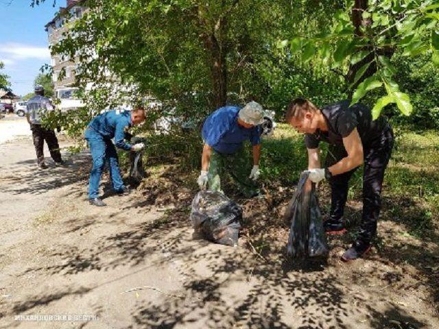 Ставропольцы-волонтёры очистили берег реки Чла в Михайловске