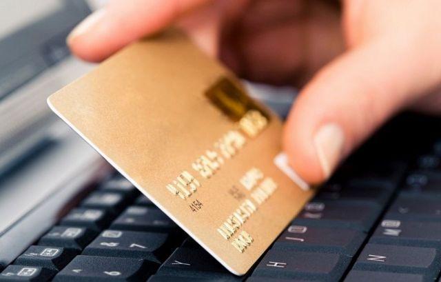 Путин разрешил банкам блокировать карты при подозрении на кражу