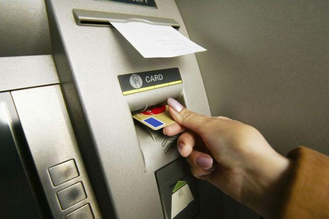 Жительница Ставрополья украла у знакомого 30 тысяч рублей, дважды похитив его банковскую карту