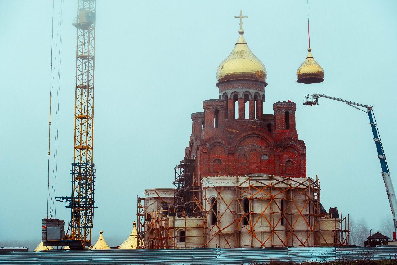 Храм в честь равноапостольного князя Владимира в «Перспективном» озаглавился золотыми куполами