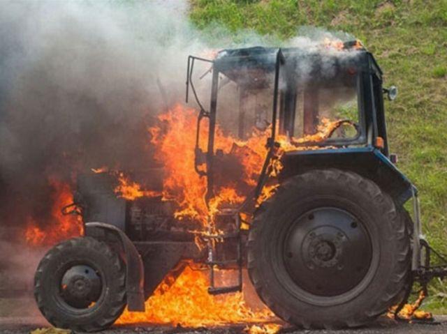 Горящий трактор вовремя потушили автоинспекторы Ставрополья